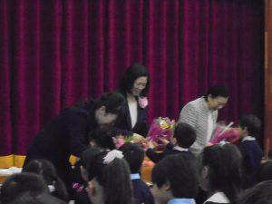 子供達から花束贈呈!!