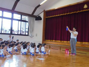 幕間に先生の色水ショー