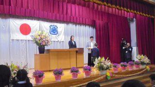 園長先生から卒園証書を受け取ります!!